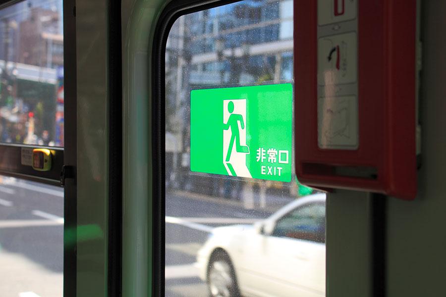 バスの非常用ドアコック